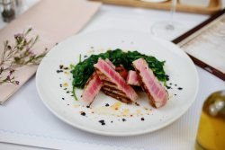 Steak ton cu spanac image
