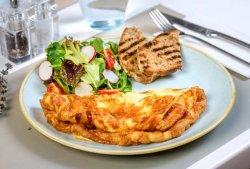Omletă cu pancetta și brânză fontina image