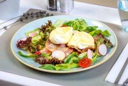 Ouă Benedict cu pancetta image