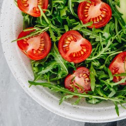 Salată rucola cu roșii cherry și parmezan  /Insalata di rucola con pomodorini e parmigiano image