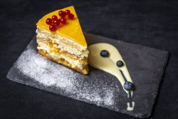 Tort Barrio cu mango si sos de lamaie image