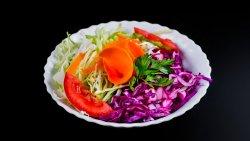 Salată de varză albă cu roșii image