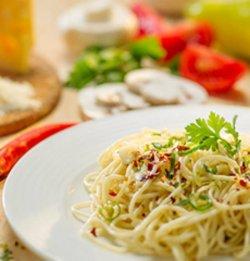 Spaghete aglio, olio, pepperoncini