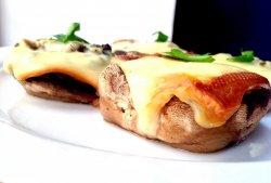 Ciuperci umplute cu mozzarella image