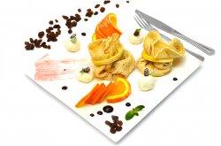 Clatite cu brânză dulce și stafide image