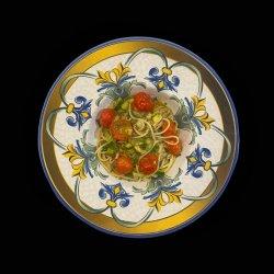 Spaghetti con crema ti tartufo nero, pomodoro e zucchine image