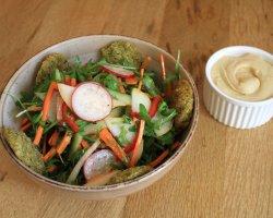 Salata falafel image