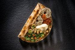 Falafel cu hummus și tabouleh image