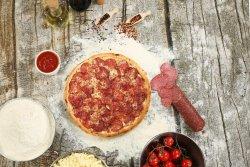 Pizza salami clasic image