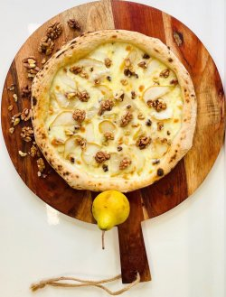 Pizza Pere e Noci  image
