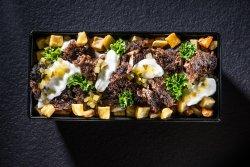 Kebun de curcan cu vită, cartofi,  maioneză, castraveți murați și pătrunjel image