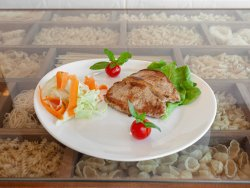 Cotlet pe porc cu salata de muraturi si cartofi prajiti  image