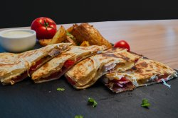 Quesadilla/ cartofi prăjiți și sos image