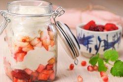 Mousse cu vanilie si fructe de sezon