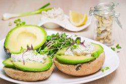 Sandwich cu avocado image