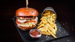 Burger Luica cu cartofi pai image
