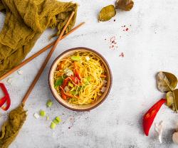 Noodles de orez cu legume image