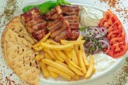 Souvlaki pui bacon farfurie image