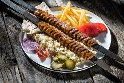 Adana kebab la farfurie image