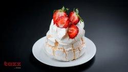 Pavlova cu mousse de ciocolată albă și fructe proaspete image
