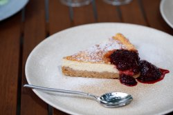 Cheesecake cu sos de fructe de padure image