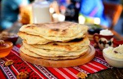 Cococi cu brânză dulce și stafide (produs tradițional, copt pe lespede de piatră) image