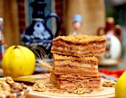 Plăcintă de casă cu gutui și pere (produs de post) image