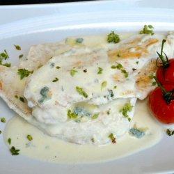 Piept de pui cu sos de brânză /Petto di pollo con salsa al formaggio image