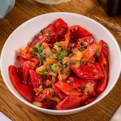 Salată de ardei copți / Insalata di peperoni arrostiti image