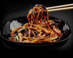 Noodles la wok cu legume image