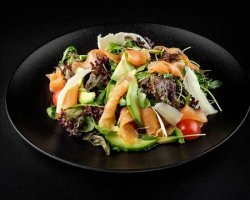 Salata cu somon si avocado image