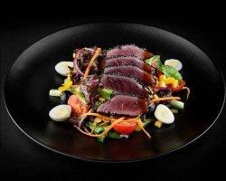 Salata cu steak de ton image