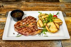 Ceafă de porc cu cartofi copți image