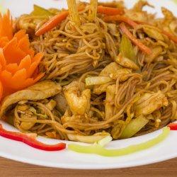 Bún xào gà/ Noodles cu carne de pui  image