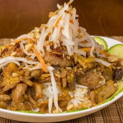 Bún chả thịt nướng / Noodles cu chifteluţe şi carne de porc la grătar image
