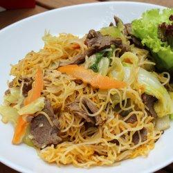 Bún xào thịt bò /Noodles cu vita in condimente Vietnameze  image