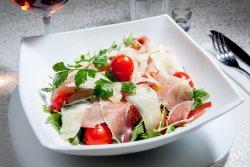 Salată cu rucola și prosciutto  image