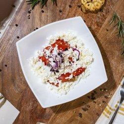 Salată de roșii cu brânză image