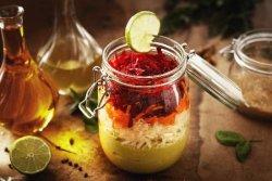Salată de crudități cu dressing de avocado
