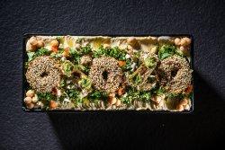 Kebun de falafel cu hummus, tahina și tabouleh image