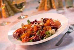 Salată cu piersică, prosciutto, mozzarella image