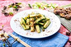 Salată de castraveți iute-acrișor image