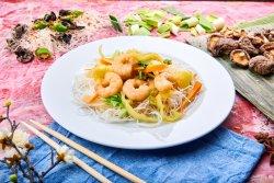Spaghete cu creveți Jumbo și legume image
