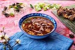 Supă de vită cu spaghete image