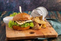 Burger Halloumi cu cartofi BLANSATI image