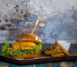 Cheeseburger sara cu cartofi blansati image