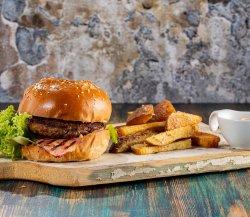 Burger sara cu cartofi blanșați image