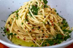 Spaghetti aglio e pepperoncino