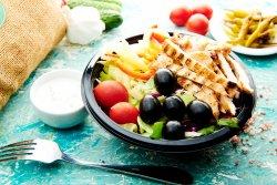 Salată pui la plită image