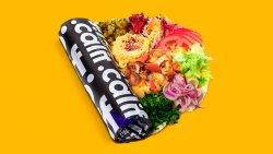 Kebab de pui cu hummus și salate în lipie image